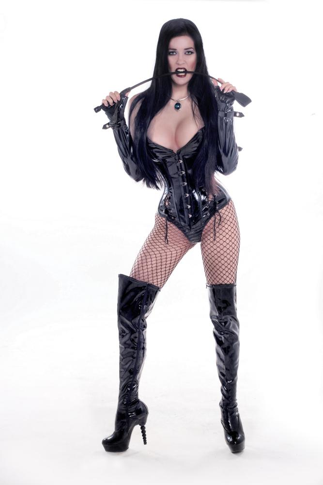 Amazon Goddess Mistress Victoria Sapphire